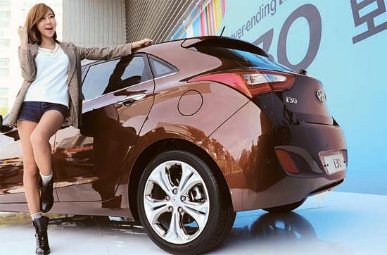 現代(ヒョンデ)自動車が20日発表した新型i30。コンパクトながらもボリュームある後部のデザインが目を引く。