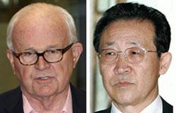 米ボズワース北朝鮮担当特別代表(左)と北朝鮮の金桂寛(キム・ゲグァン)外務省第1次官。