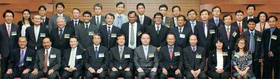 27日ソウル・三成洞(サムソンドン)のCOEXで「第3回アジアグリーンITビジネスフォーラム」が開かれた。東アジア10カ国の政策担当者・企業家が集まりエネルギー使用を最適化して炭素排出を減少するスマート技術と政策に対する情報を共有した。