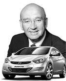 スティーブ・ギャラハー現代自動車カナダ法人社長と準中型アバンテ。