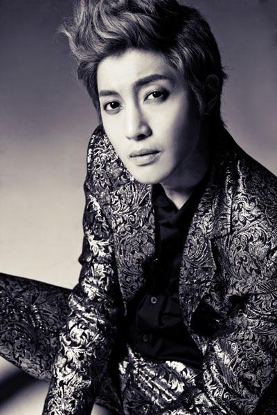 歌手のキム・ヒョンジュン。