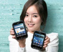 画面が広いパンテック社のアンドロイドスマートフォンポケット