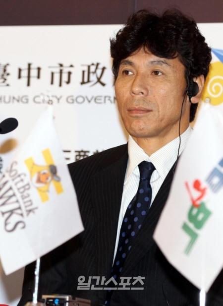 秋山幸二ソフトバンク監督。