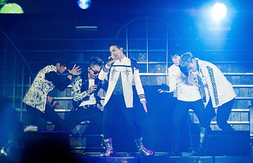 4日午後7時、ソウルのオリンピック体操競技場で行われた「2011YGファミリーコンサート」に出演したBIGBANG(ビッグバン、写真=YGエンターテインメント提供)。