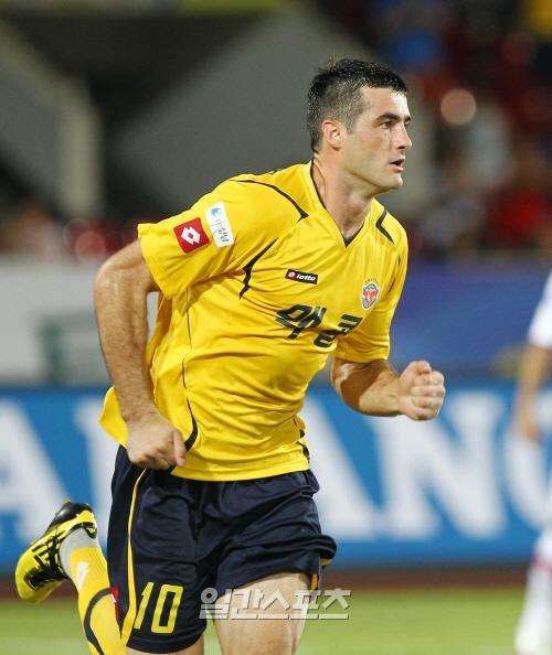プロサッカー選手のジェナン・ラドンチッチ(28)