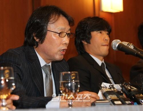 9日、ソウルで記者会見を開いた趙広来(チョ・グァンレ)前韓国サッカー代表監督