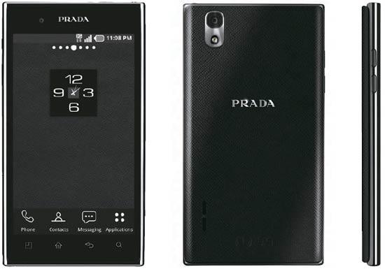 LG電子とプラダが共同で作った「プラダフォン3.0」は白黒のアイコンで飾ったすっきりした前面(写真左)とプラダ特有のパターンのサフィアーノ柄を入れた裏面(中)が特徴だ。