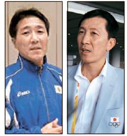 日本女子ハンドボール代表を率いる黄慶泳(ファン・ギョンヨン)監督(左)と日本バドミントン代表チームの朴柱奉(パク・ジュボン)監督(右)。