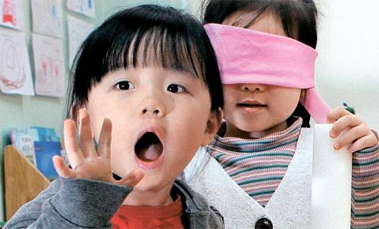 ソウル・淑明(スクミョン)女子大学付設乳児院で3日、子どもたちが出て他人を理解する「反偏見プログラム」状況劇をしている。