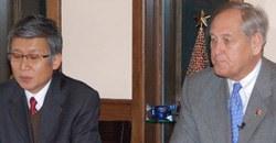 米バージニア州のマースデン州上院議員とホン・イルソン・バージニア韓国人会長(左)。