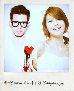 あるネットユーザーが合成したサイモン・カーティスと少女時代スヨンの写真(写真=サイモン・カーティスのツイッター)。