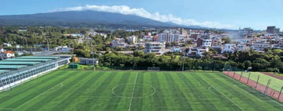 漢拏山が見渡せる西帰浦コルメ球場。 (写真=西帰浦市提供)