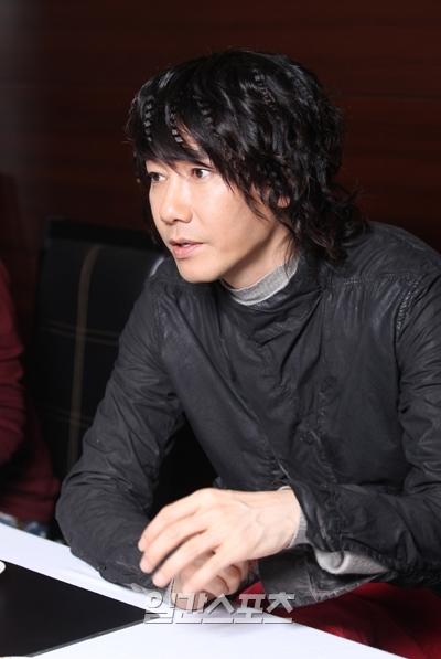 歌手のキム・ジャンフン。