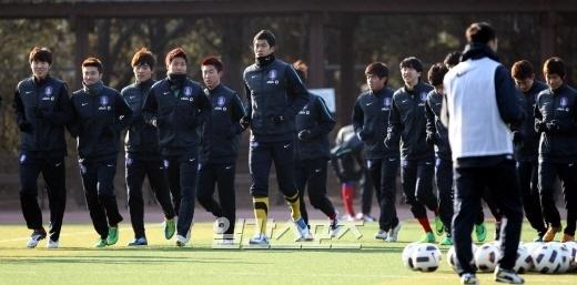 韓国サッカー代表。