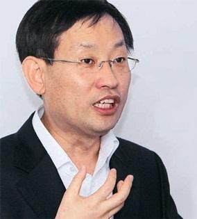 金相憲(キム・サンホン)NHN代表は先月26日、中央ビジネス(JB)フォーラムで、「これまで韓国国内での競争ではグーグルに勝ってきたが、世界市場で見るとネイバーは巨人と戦う小人にすぎない」と話した。
