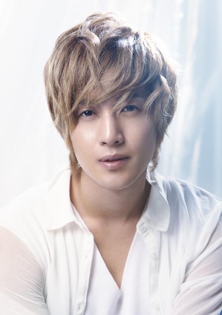 歌手で俳優のキム・ヒョンジュン。