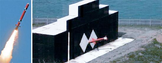 北朝鮮全域を射程圏とする射程距離1000キロの新型クルーズミサイル(写真左)が実戦配備されていることが確認された。写真右はミサイル「玄武-3B」が窓の大きさの目標物に命中する姿を撮影した動画キャプチャー(写真=国防部)。