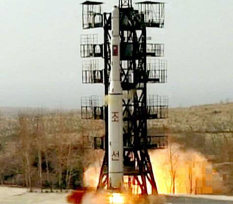 北朝鮮が人工衛星「光明星3号」を搭載したと主張するロケット「銀河3号」。