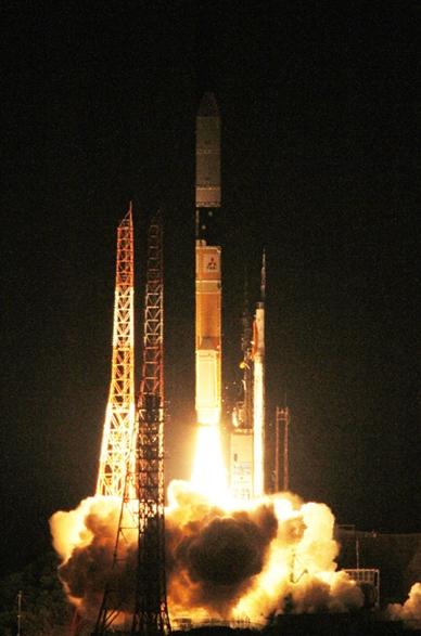 「アリラン3号」を搭載したH2Aロケット(写真=韓国航空宇宙研究院)。