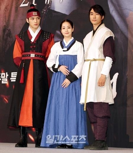 MBC(文化放送)「Dr.JIN」に出演する(左から)キム・ジェジュン、パク・ミニョン、ソン・スンホン。
