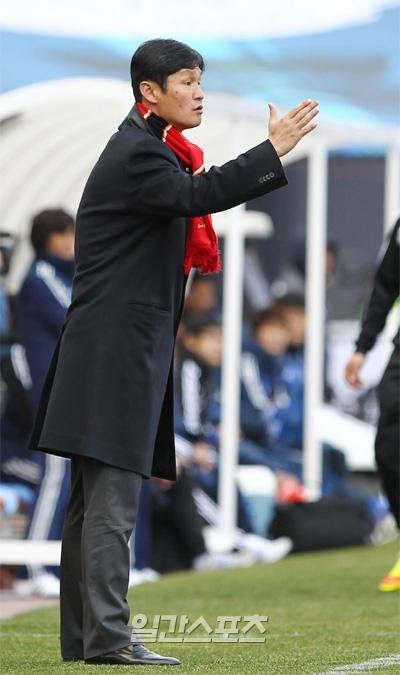 2002W杯で韓国代表としてプレーした崔竜洙(チェ・ヨンス)FCソウル監督