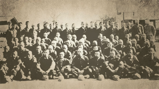 韓国最高裁は23日、日帝強制支配期に徴用された韓国人被害者に三菱重工業や新日本製鉄など日本企業が損害賠償をすべきだという判決を初めて出した。異国の地で強制労役をした人たちが、約70年ぶりに賠償を受けられる道が開かれたという点で歴史的な意味がある。写真は当時徴用された朝鮮人の姿。