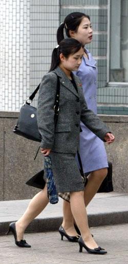 洗練された服装の北朝鮮女性(資料写真=中央フォト)。