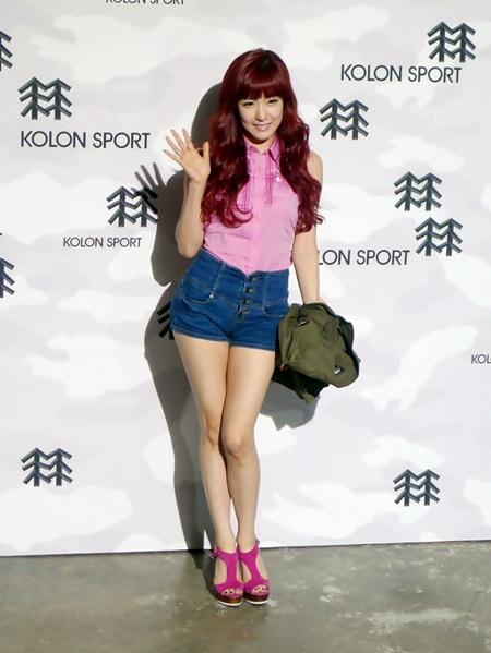 new product d1227 3bc3b 少女時代のティファニーがピンクファッションに身を包み登場