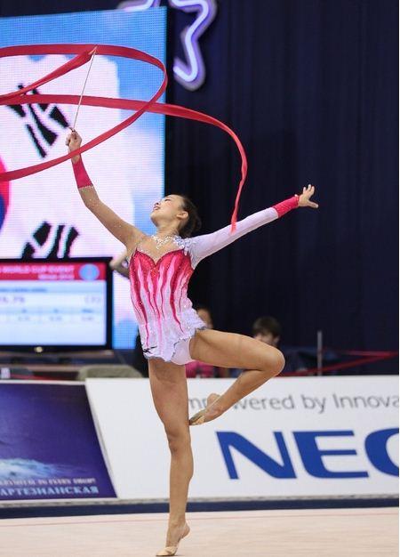 韓国の新体操選手ソン・ヨンジェ。
