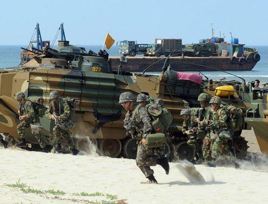 訓練中の韓国海兵隊。
