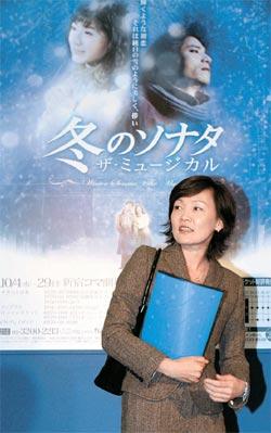 06年10月、ミュージカル「冬のソナタ」東京公演の開幕日に劇場に姿を現した安倍昭恵夫人(写真=中央フォト)。