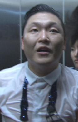 歌手PSYが6日、釜山(プサン)で行事を終えた後、キム・ジャンフンとの問題について立場を明らかにした(写真=JTBC映像キャプチャー)。
