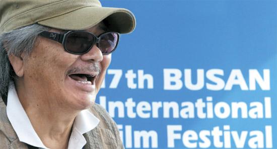 第17回釜山映画祭で「今年のアジア映画人賞」を受賞した若松孝二監督。歴史的事実を糊塗する日本の指導層に対する批判を浴びせた。