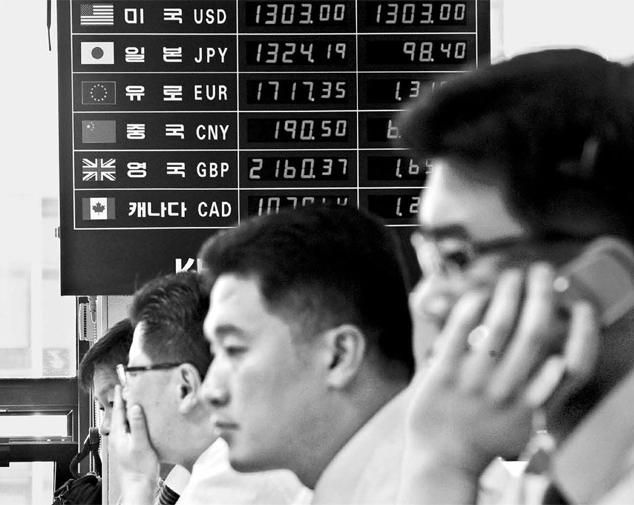 韓日の「経済的な判断」で通貨スワップは延長されないことになった。