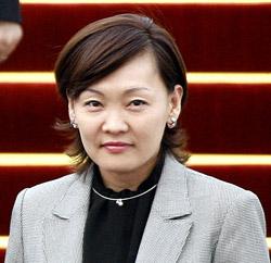 安倍晋三日本自民党総裁(58)夫人の昭恵氏(50)。