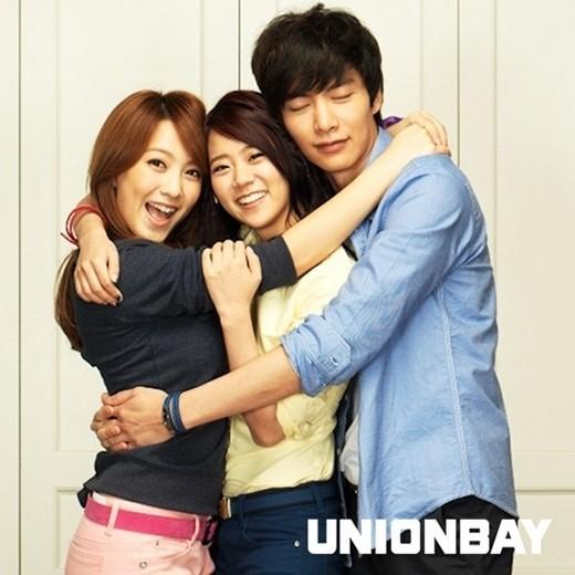 左からKARA(カラ)のジヨン、スンヨンと俳優のイ・ミンギ(写真=ユニオンベイ提供)。