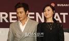 5日、釜山新世界(シンセゲ)センタムシティー文化ホール出行われた釜山(プサン)国際映画祭の映画『危険な関係』懇談会に登場したチャン・ドンゴン(左)とセシリア・チャン。