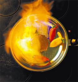 ベンゾピレンは強火と油が組み合わさった時に最も多く生まれる。特に脂肪が火と出会ってできた煤煙は発がん物質のかたまりだ。