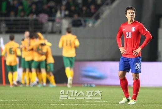 韓国は14日、華城で行われた豪州との親善試合で1-2で敗れた。