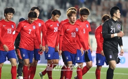 韓国サッカー代表選手ら。