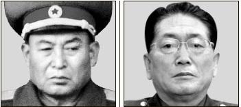李英鎬(リ・ヨンホ)総参謀長(左)と禹東測(ウ・ドンチュク)保衛部第1副部長。
