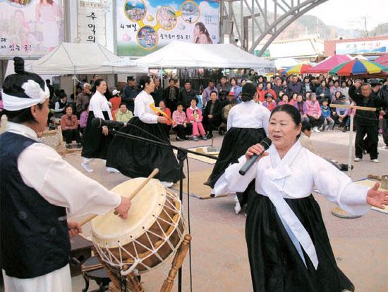 江原道無形文化財1号に指定された「旌善アリラン」(写真は資料)。