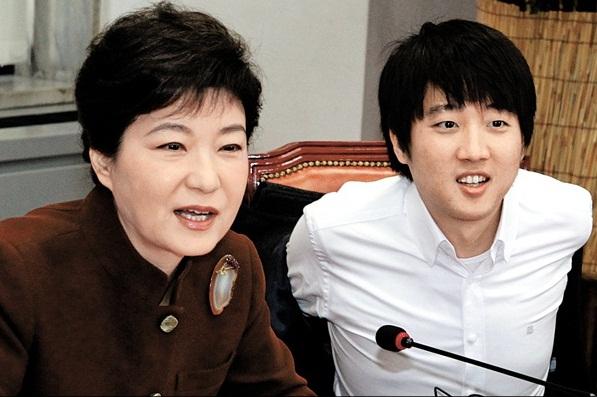 韓国初女性大統領・朴槿恵が歩んできた道>(下)刃物で顔を切りつけ ...