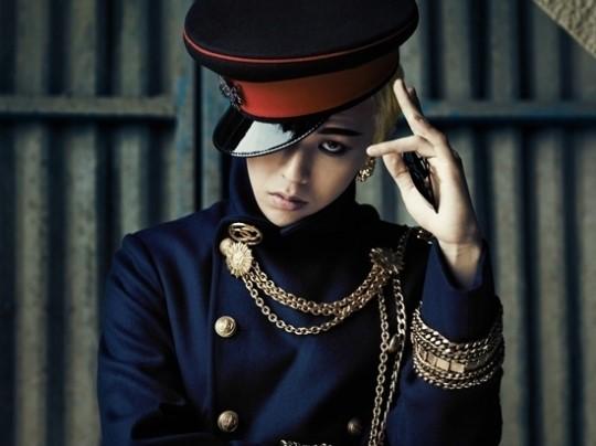 BIGBANG(ビッグバン)のG-DRAGON(ジードラゴン、25)。