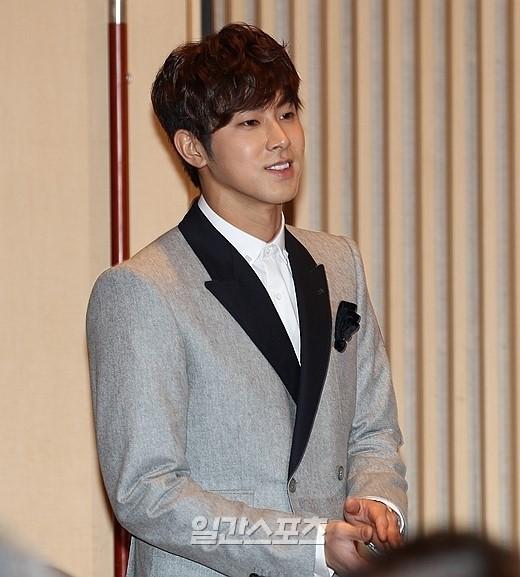 9日、SBS木洞(モクドン)社屋で行われたドラマ『野王』の制作発表会に登場した東方神起のユノ・ユンホ。