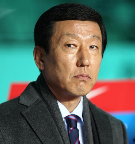 韓国サッカー代表のチェ・ガンヒ監督。