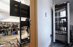 17日、ソウル三清洞(サムチョンドン)の大統領職引き継ぎ委員会の共同記者会場の内部に設置されているインターネットサーバ(写真提供=引き継ぎ委写真取材団)。