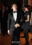 9日午後、ソウル市内のホテルで行われたバレリーナのユン・ヘジンさんとの結婚式を執り行った俳優のオム・テウン。