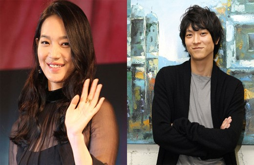 女優のシン・ミナ(左)と俳優のカン・ドンウォン。