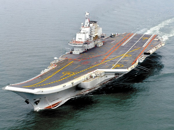 中国の初めての空母「遼寧」